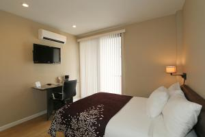 Studio Room with One Double Bed and Balcony