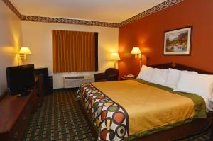 Queen Suite with Three Queen Beds - Disability Access/Non-Smoking