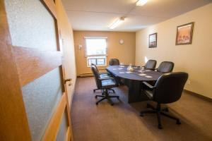 Chateau Regina Hotel and Suites, Hotels  Regina - big - 34