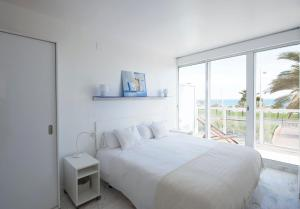 Three-Bedroom Apartment (5-6 Adults) with sea view