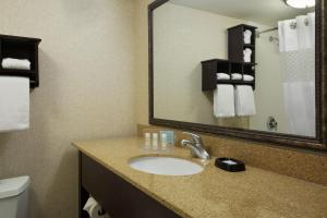 Queen Room with Tub - Disability Access/Non-Smoking