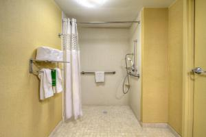 Double Room with Roll In Shower - Disability Access