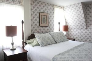 Deluxe Queen Room - Adults Only
