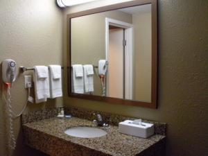 Boarders Inn & Suites   Kearney