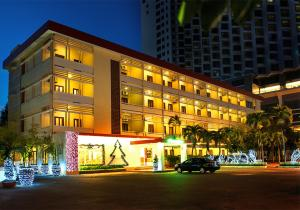 Photo of Tropicana Hotel
