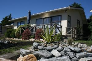 Pohara Beachfront Motel