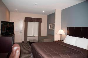 Queen Suite with Two Queen Beds - Disability Access- Non-Smoking