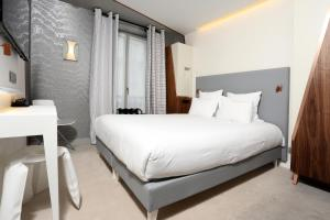 Small Deluxe Single Room