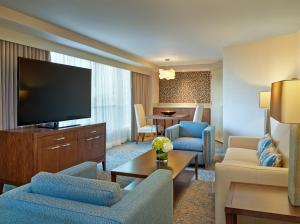 Hospitality King Suite