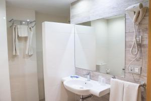 Double or Twin Room (1 Adult)