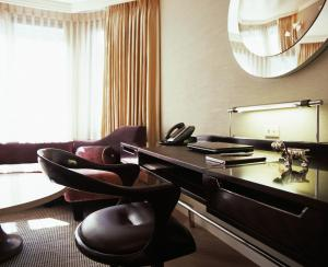 London Storey Suite
