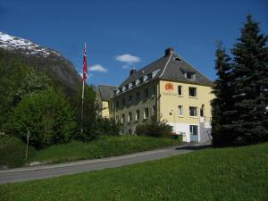 Photo of Trolltunga Hotel