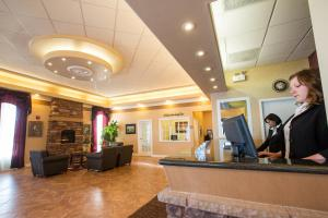 Chateau Regina Hotel and Suites, Hotels  Regina - big - 1