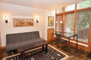 Deluxe Two-Bedroom Apartment - Old Hundred