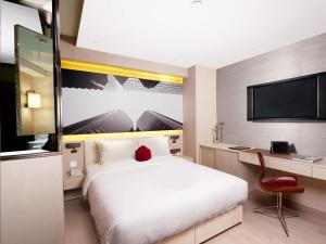 Deluxe Queen or Twin Room