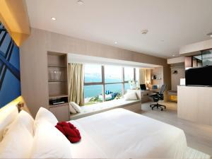 Executive Harbour View Room with Free 4G Pocket Wi-Fi Device