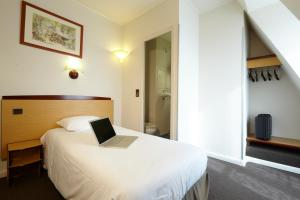 Triple Room (Double Bed & Single Bed)