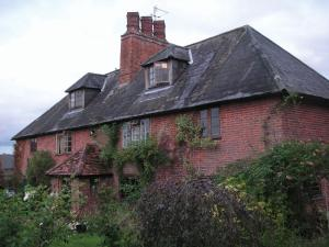 Cross Oaks Farmhouse in Romsey, Hampshire, England