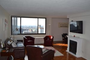 Photo of West End 30th Floor Luxury One Bedroom Apartment By Spare Suite