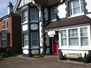 Melville Lodge Gatwick in Horley, Surrey, England