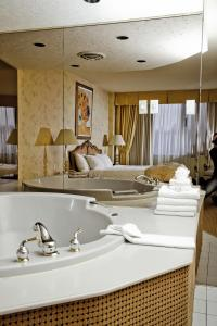 Superior King Room with Hot Tub - Non-Smoking