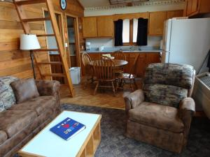 Deluxe Two-Bedroom Cottage (8 Adults)