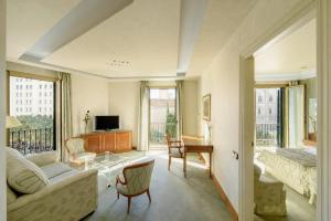 Junior Suite with Cathedral View
