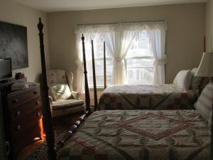 Double Room with Twin Bed - Shared Bathroom