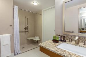 One Bedroom Double Suite with Bath Tub - Disability Access