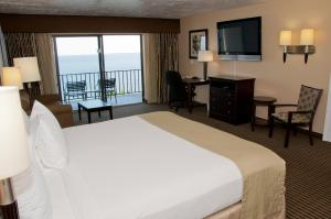 Queen Room with Partial River View - Non smoking