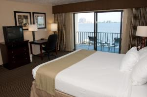 King Room with River View - Non smoking