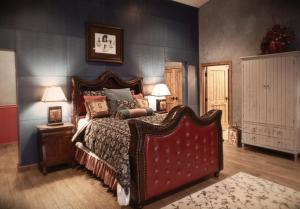 Deluxe Queen Room with 2 Extra Beds