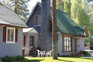 Mole Cottage At Grey Squirrel Resort
