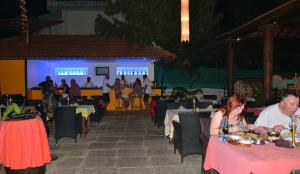 Silver Sands Sunshine - Angaara, Hotels  Candolim - big - 58