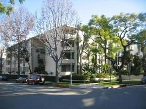 Large Two Bedroom Apartment In Beverly Hills