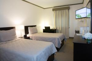 Economy Twin Room with Two Twin Beds with Shared Bathroom
