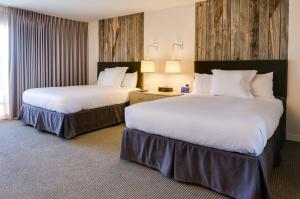 Guest Queen Room with Two Queen Beds and Poolside View