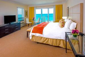 Deluxe Double Room with Full Ocean View and Balcony
