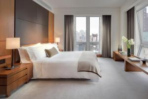 Empire State View Suite with King Bed, Sofa Bed and Kitchen