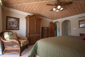 Deluxe Three-Bedroom Suite