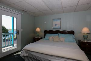 Standard King Room with Sea View