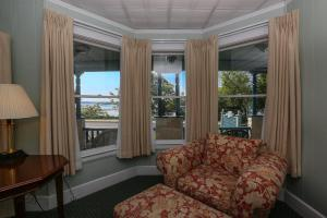 Standard Queen Room with Sea View
