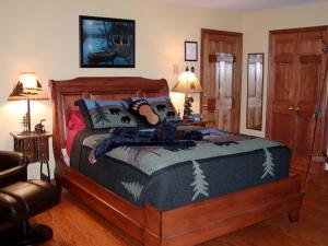 Deluxe Queen Room with Lake View, Balcony and Private Bath