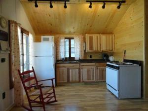 Two-Bedroom House (4 Adults) Cabin 9