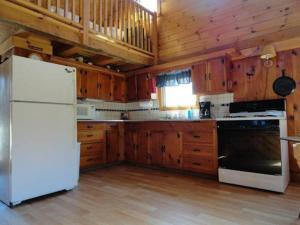 Two-Bedroom House (7 Adults) Cabin 4