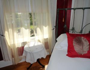 Deluxe Queen Room with Lake View