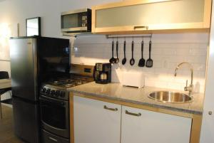 Deluxe Studio Apartment - 47 25th Street NW