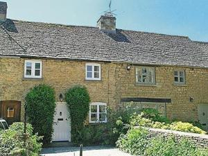 Forsythia Cottage in Lower Slaughter, Gloucestershire, England