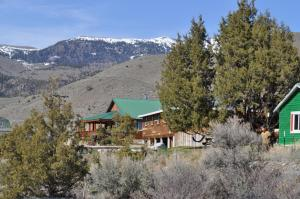 Photo of North Yellowstone Lodge And Hostel