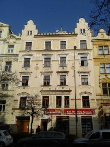 Complete 1 Bedroom Flat in Art Nouveau Building